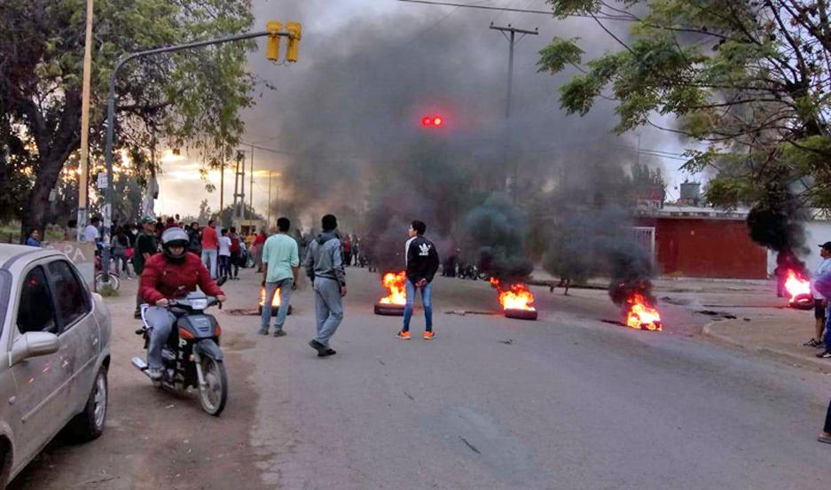 Vecinos salieron a pedir justicia en calle 25 de mayo de la ciudad de La Banda